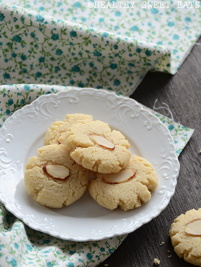 Vanilla-Almond Shortbread Cookies